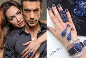 Siyah Beyaz Aşk DizisiBirce Akalay Aslı Kıyafetleri Aslı mavi yüzük mavi küpe Bay Selin Ecer marka