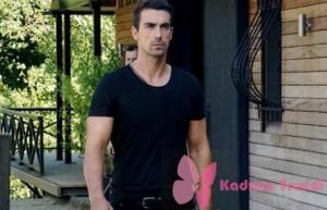 Siyah Beyaz Aşk dizi kıyafetleri Ferhat İbrahim Çelikkol un giydiği siyah tişört Mavi marka