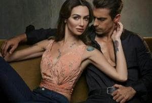 Siyah Beyaz Aşk dizisi kıyafetleri Aslı somon rengi bluz Akay Bridal