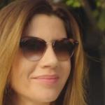 Ufak Tefek Cinayetler Oya beyaz takım ile kullandığı güneş gözlüğü