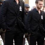 Çukur dizisi 3. bölümde Yamaç'ın cenaze töreninde giydiği siyah takım elbise Network marka