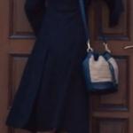 Çukur son bölümde Sena'nın giydiği siyah pardösü ve siyah botlar hangi marka? Araştırılıyor.