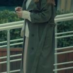 İstanbullu Gelin Aslı Enver Kıyafetleri Süreyya'nın giydiği haki yeşil uzun pardesü trençkot ne marka