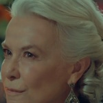 İstanbullu Gelin Esma Hanım'ın damla şekilli gümüş Küpesi