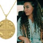 İstanbullu Gelin son bölüm Burcu Kıyafetleri Osman'ın sevgilisi Burcu'nun taktığı madalyon kolye markası Lelia.