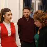 Fazilet Hanım ve Kızları kıyafetleri 21. bölüm Gökhan bordo kazak... Ece kırmızı askılı elbise markaları Exquise.