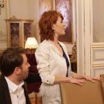 Fazilet Hanım ve Kızları kıyafetleri 21. bölüm Yasemin beyaz püküllü ceket yasemin küpeler hangi marka