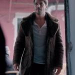 Fi Çi Dizi Kıyafetleri 2. Bölüm Mehmet Günsurun canlandırdığı Deniz karakterinin giydiği kürk yakalı kahve rengi mont nereden