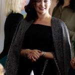 Ufak Tefek Cinayetler Dizi Kıyafetleri 6. Bölüm Mervenin bebek partisine giderken giydiği parlak gri ceketi Machka marka