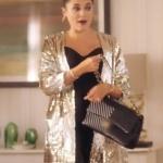 Ufak Tefek Cinayetler Merve Payetli altın rengi ceket ve siyah kol çantası neden