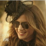 Ufak Tefek Cinayetler Oya'nın saçına taktığı mini şapka aksesuarı Melisa Erkol marka