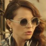 Ufak Tefek Cinayetler kıyafetleri 4. bölüm Arzu yuvarlak cam güneş gözlüğü ve Arzu elma şekilli küpe nereden