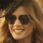 Ufak tefek Cinayetler Oya'nın cenaze töreni sahnesinde taktığı siyah camlı güneş gözlüğü