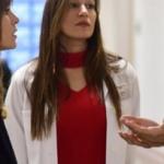 istanbullu Gelin 24 Bolum Begumün giydiği şerit yaka kırmızı triko markası Ontriko