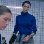 Fi Çi 5. bölümde Bilgenin giydiği önden bağlamalı mavi kazak nereden