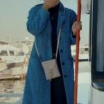 Siyah İnci 7. Bölümde Hazal'ın giydiği mavi kaban Koton marka.