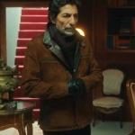 Babamın günahları dizisinin ilk bölümünde Mustafa Uğurlu'nun giydiği kahve rengi deri mont markası Derimod.