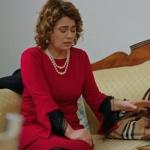 Fazilet Hanım ve Kızları Fazilet'in giydiği kırmızı elbise nereden?