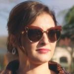 Ufak Tefek Cinayetler Merve'nin kahve rengi çerçeveli güneş gözlüğü Sponsoru Turkuaz Optik. markası Dsquared2